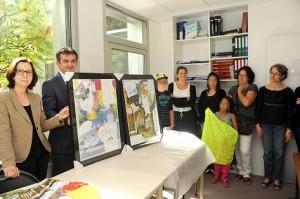 Le projet « Fanzine » des enfants du Village Saint-Exupéry a été remis à Magali Fougère et Laetitia Guerrini, juges pour enfants près du Tribunal de Grande Instance d'Angers, lundi 1er septembre en présence de Marie-Pierre Martin, vice-présidente du Conseil général et Vladia Charcellay, directeur du Village Saint-Exupéry.