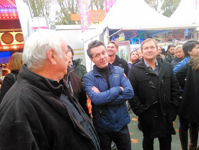 Christophe Béchu et les forains de la Foire Saint Martin à Angers