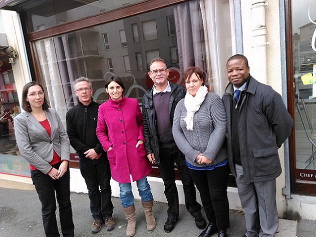 Credit AM - De gauche à droite: Elodie Tessier de l'Agefiph, François Bourritault, Delphine Sire de la BGE, Yves CRON, Saïda El Mokhtari et Laskine EMOUENGUE, directeur régional adjoint de l'Agefiph