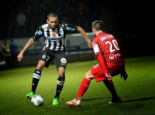 """Credit Yann Luat - """"Auteur d'un match solide, Angoula a du quitter ses coéquipiers sur blessure"""""""