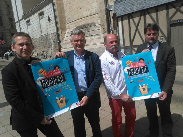 Credit AM - Gilles Groussard, le Président des Vitrines d'Angers, Michel Dolay de L'UDCM49 et Stephane Pabritz