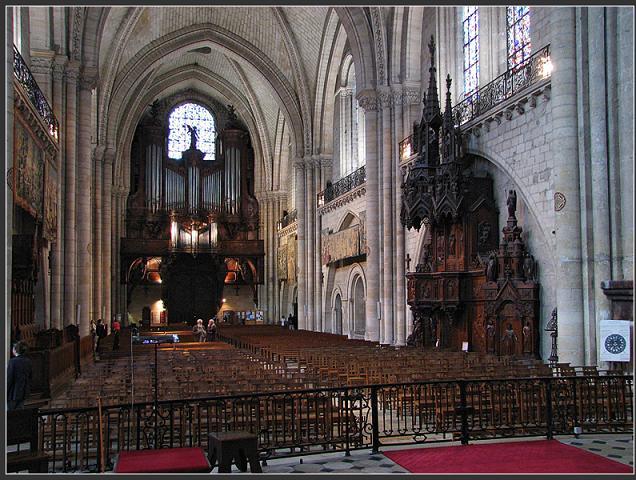 Crédit jlbrthnn -Après le drame, un moment de recueillement proposé à la Cathédrale d'Angers ce mercredi.