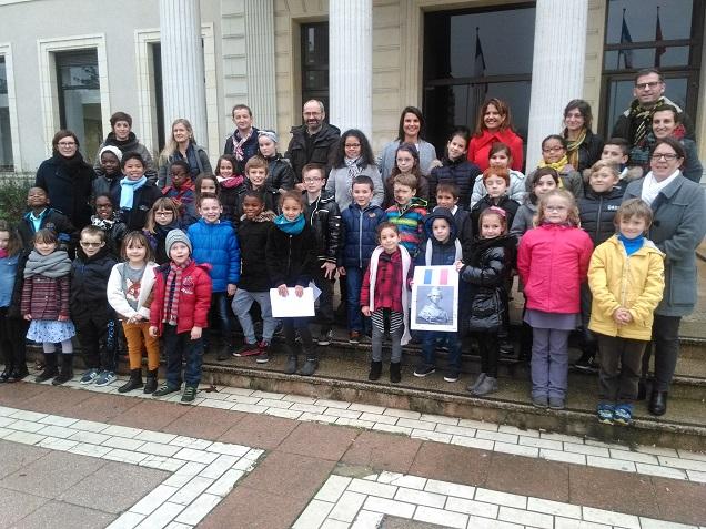 Le Conseil d'enfants des écoles du quartier de Belle-Beille est composé de 36 élèves. Elus sur la base de deux élèves par classe et par école élémentaire, ils sont répartis de la manière suivante : 8 élèves de l'école Pierre et Marie Curie, 12 de Robert Desnos, et 16 d'Aldo Ferraro.