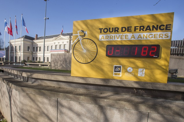 Les coulisses du Tour de France – Deux angevins dans la caravane du Tour