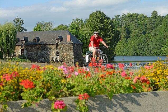 Credit J. Damase. A un peu plus de deux mois du passage du Tour de France à Angers et Saumur, les actions et les aménagements touristiques autour du vélo se multiplient dans le Maine-et-Loire.