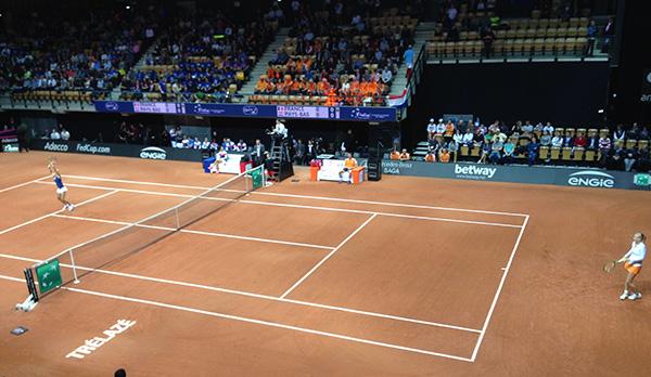 Credit FR - Aujourd'hui ont eu lieu les deux premiers simples de la demi-finale de FedCup opposant la France aux Pays-Bas, à l'Arena Loire de Trélazé.