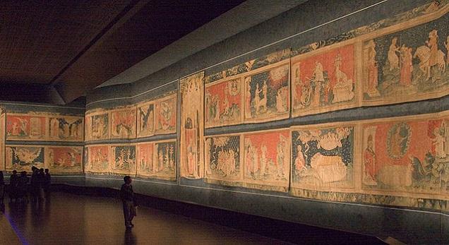 La Tapisserie de l'Apocalypse. Credit  Kimon Berlin, user:Gribeco — Travail personnel, CC BY-SA 3.0, https://commons.wikimedia.org/w/index.php?curid=921694