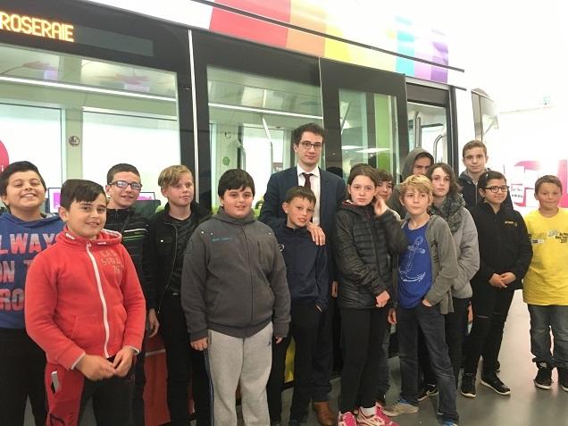 Florian Santinho et les jeunes ayant participé au concours de l'association Media Pitchounes