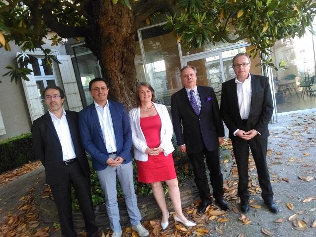 Credit AM - Eric Grelier avec une partie de son équipe avec les représentants du MEDEF et de la CGPME.