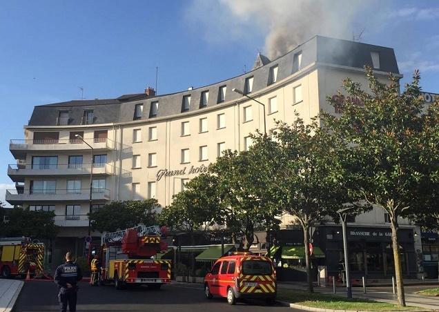 Crédit R.Roux / Incendie dans un hôtel face à la gare d'Angers.