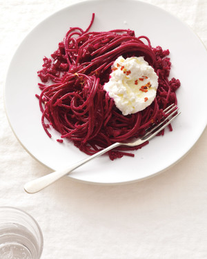 whole-grain-pasta-with-beetroot-and-ricotta