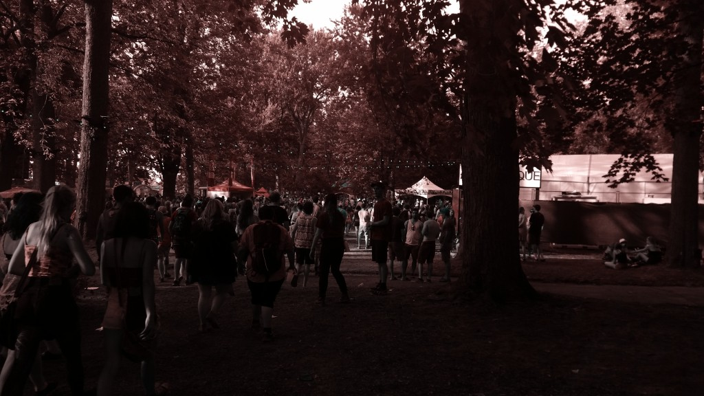 The crowd moves to go see Toro Y Moi. Osheaga 2015. Photo Belinda Belice.