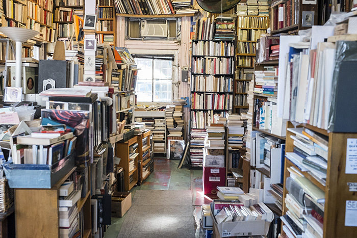 Librairie Henri Julien. Plateau. Photo Laura Dumitriu