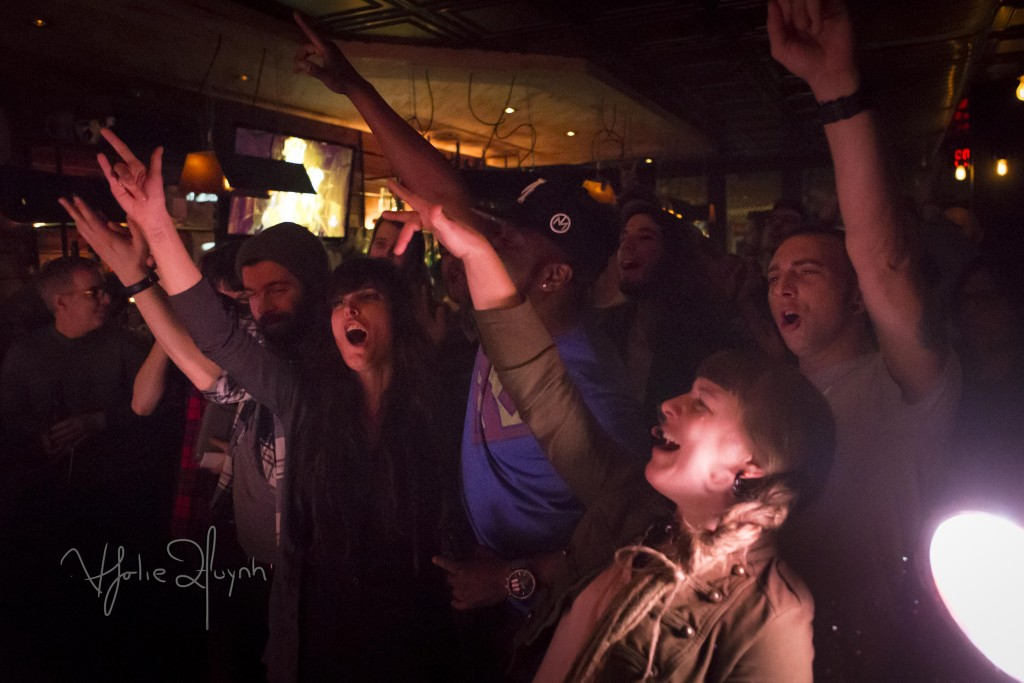CROWD FOR PRIEUR & LANDRY AT LES TORCHES. Taverne Tour 2016. Mt Royal. Plateau. Photo Lily Huynh