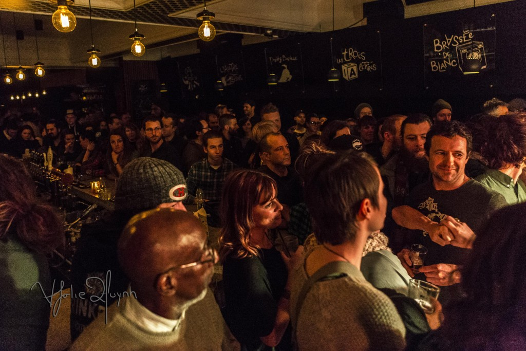 CROWD FOR PRIEUR & LANDRY AT LES TORCHE, Taverne Tour 2016. Mt Royal. Plateau. Photo Lily Huynh