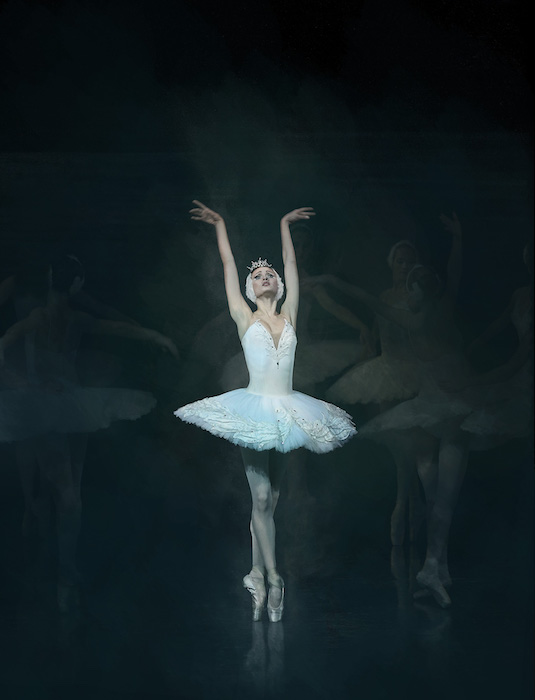 Swan Lake. Photo Damian Siqueiros.Minus One. Photo Damian Siqueiros.