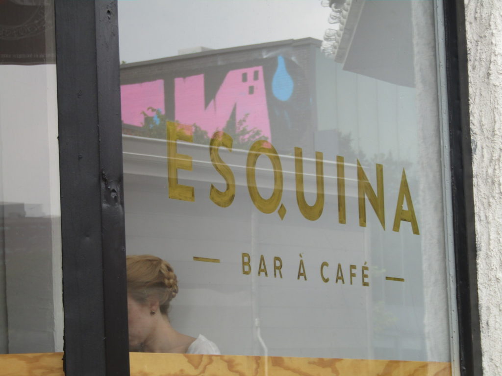 Esquina Cafe. Rue Mt. Royal. Photo Rachel LEvine
