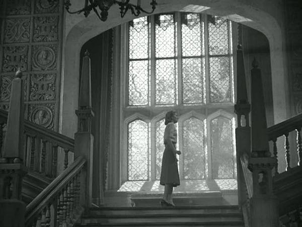 staircase-landing-at-Manderley-in-Rebecca