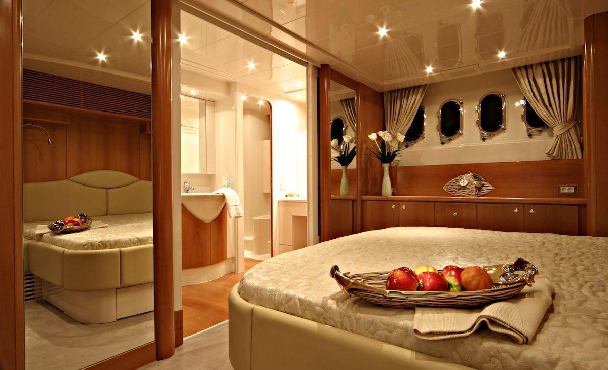 ladenstein yacht 68 interior