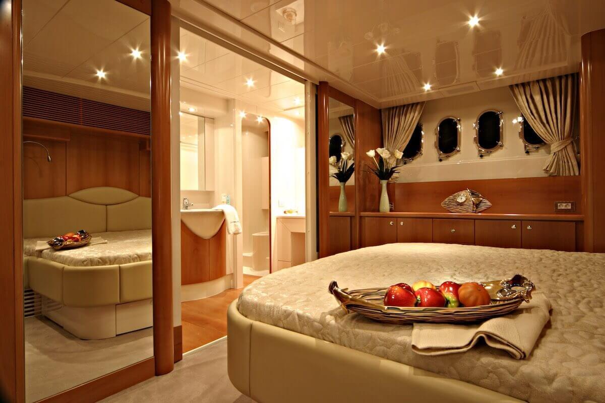 ladenstein-yacht-68-interior
