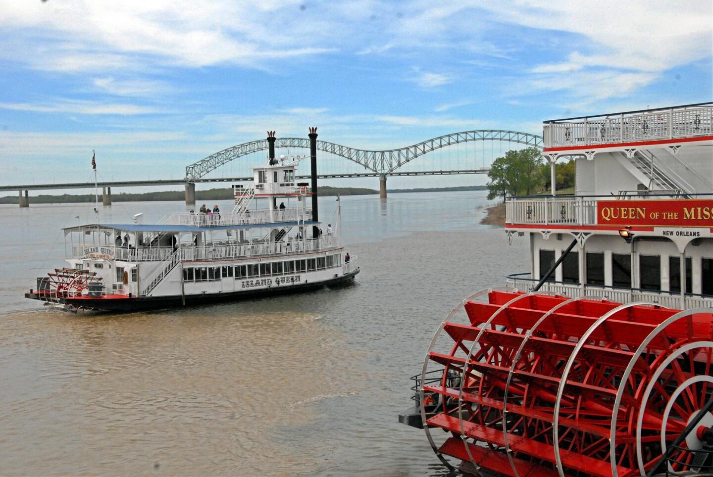 Diner Cruises