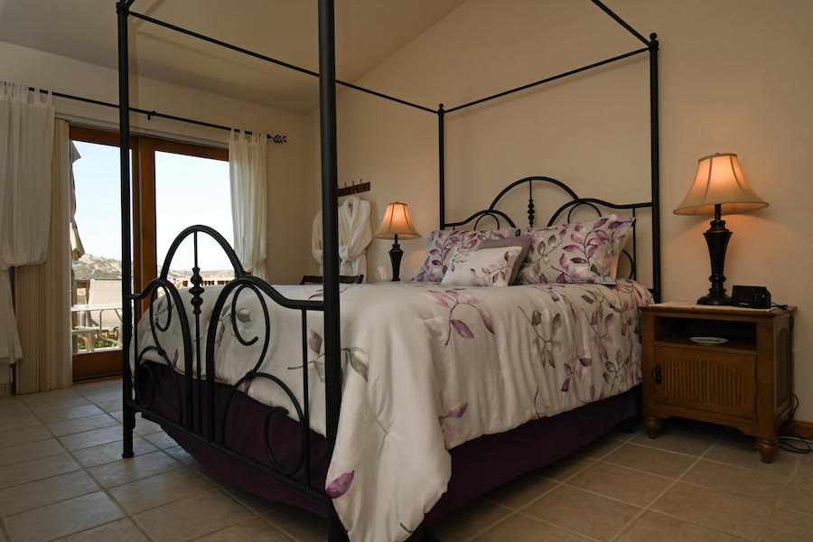 Manzanita Room B   Luxury Bed and Breakfast Inn