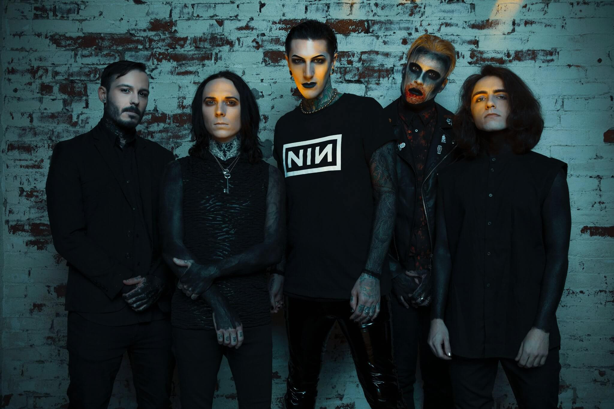 """MOTIONLESS IN WHITE COVER THE KILLERS' """"SOMEBODY TOLD ME"""""""