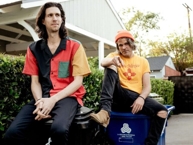 """3OH!3 TEAM UP WITH 100 GECS FOR NEW SINGLE """"LONELY MACHINES"""""""
