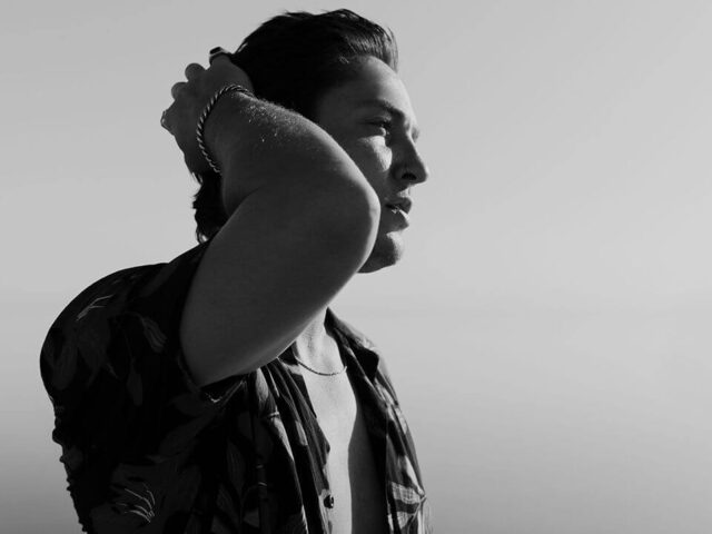 """TELLE SMITH (THE WORD ALIVE) RELEASES NEW SOLO TRACK """"TOO HARD ON MYSELF"""""""
