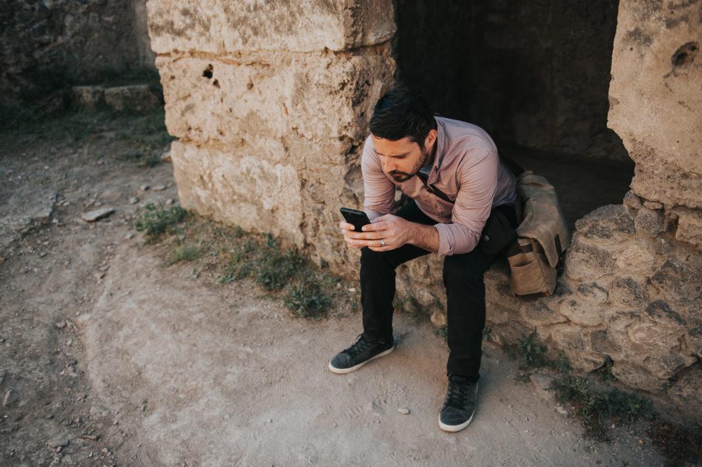 Pompeii - Soner on his phone