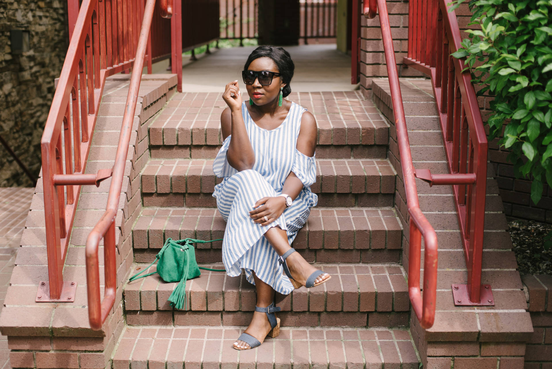 Stripe Jumpsuit: The perfect piece for any occasion! Check out this amazing jumpsuit for a very affordable price!
