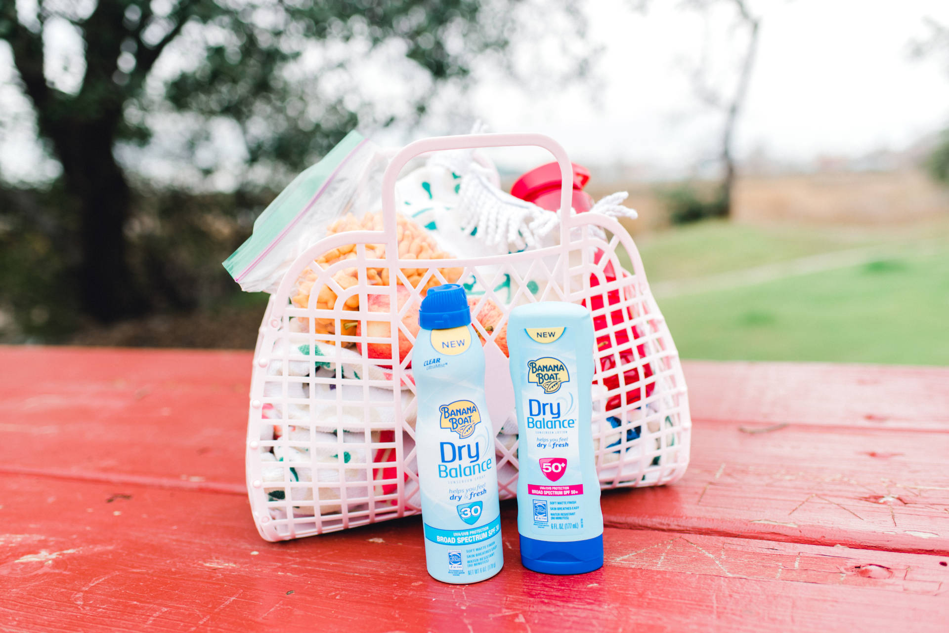 Family Park Play with Banana Boat Dry Balance: Provides safe and effective broad spectrum UVA and UVB protection. Lightweight, non-greasy formula draws away excess moisture while allowing skin to breathe. Stays on in seven conditions – sun, pool water, ocean water, wind, sweat, sand and even 100 degree heat*