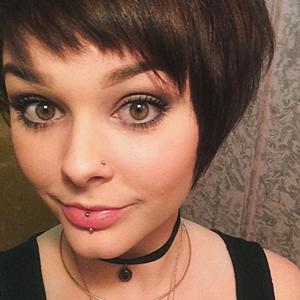 Lizzie Baer, Zimmiz Hair Designers