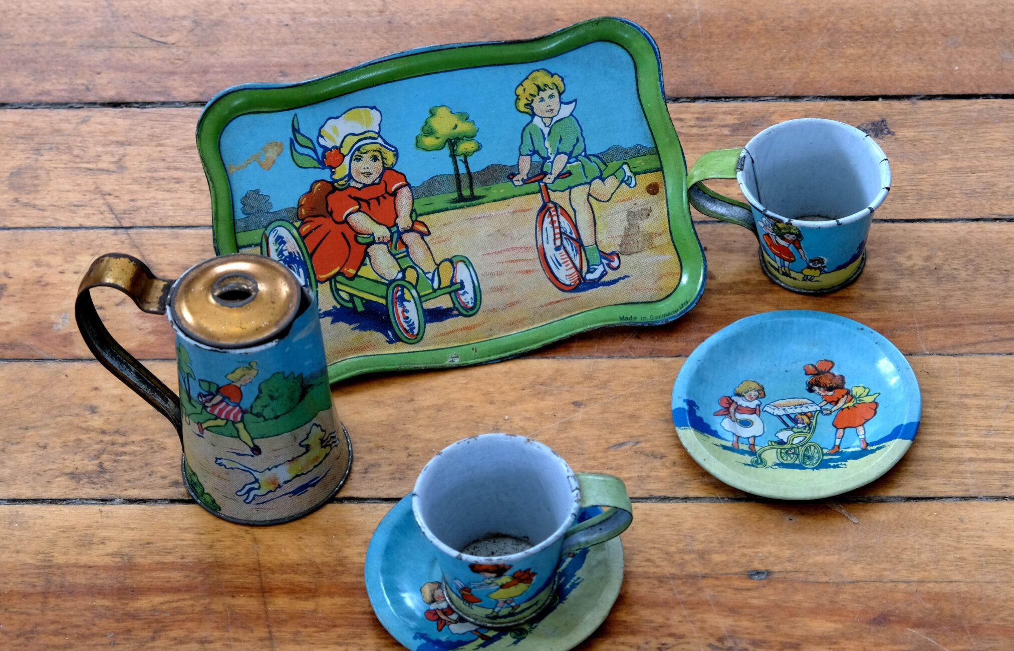 Tiny tin tea set