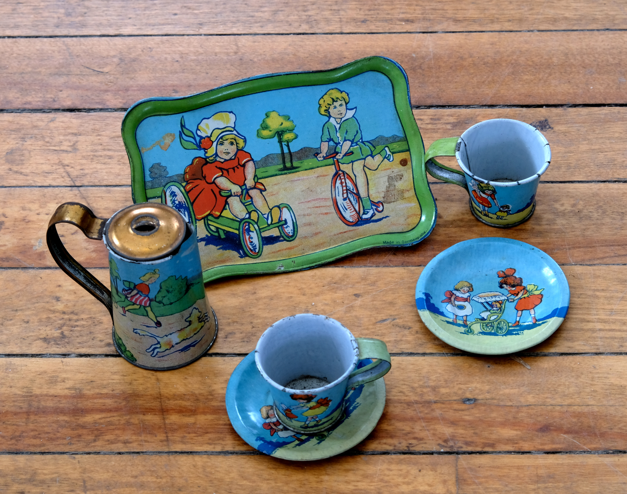 Tiny tin tea set