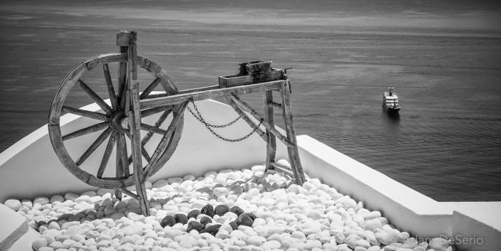 Wheel BW, Santorini
