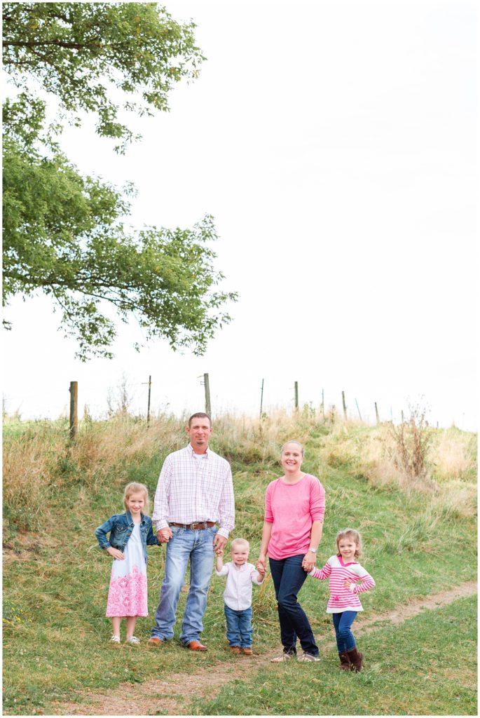 Family photography in a grassy field   Iowa Family Photographer   CB Studio
