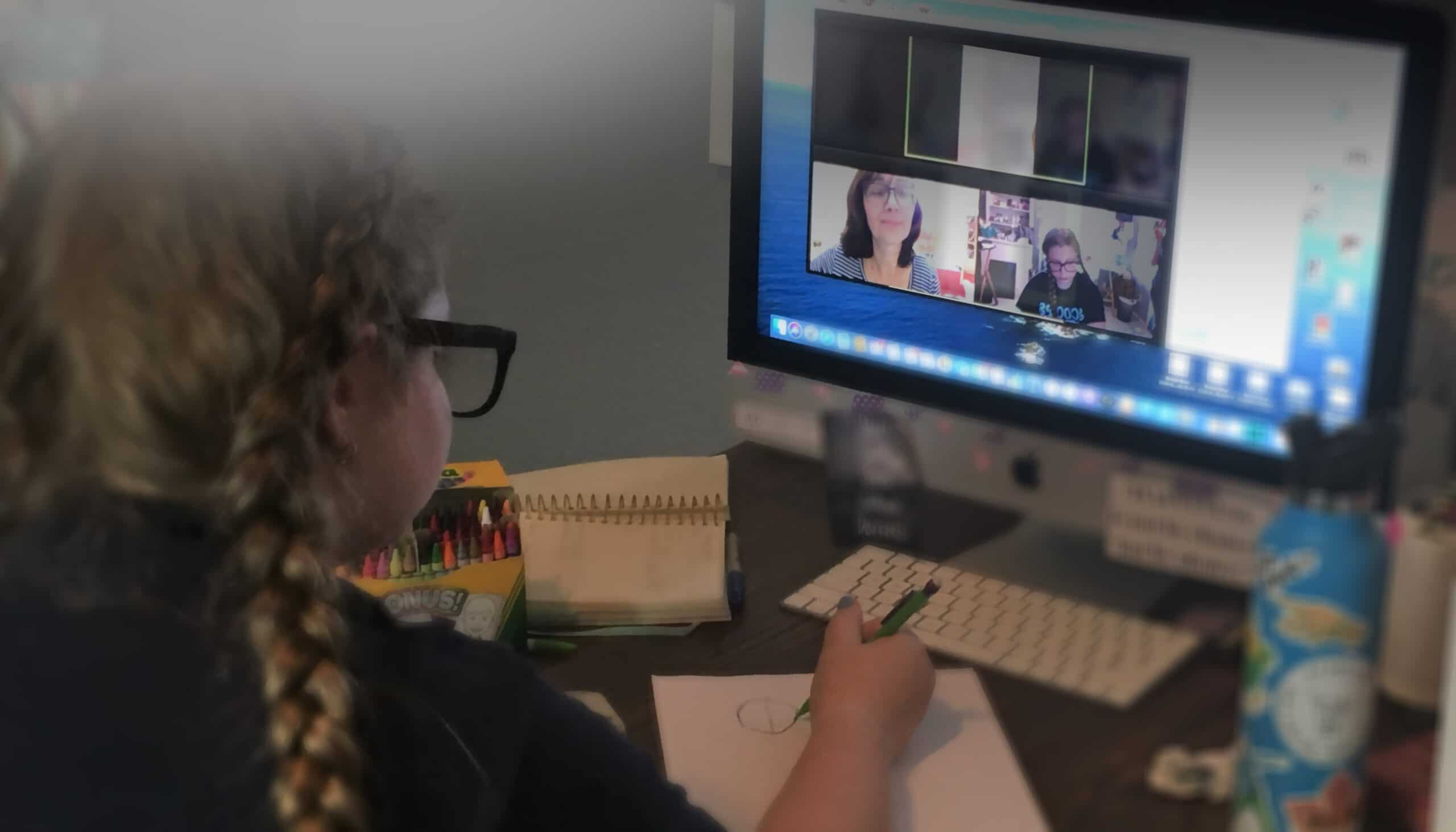 Child in virtual art class