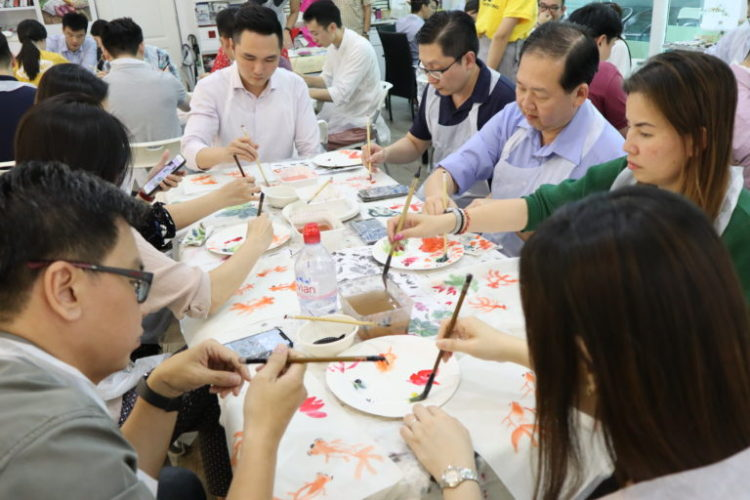 Learning goldfishes Chinese ink painting subject during class in Singapore Visual Arts Centre