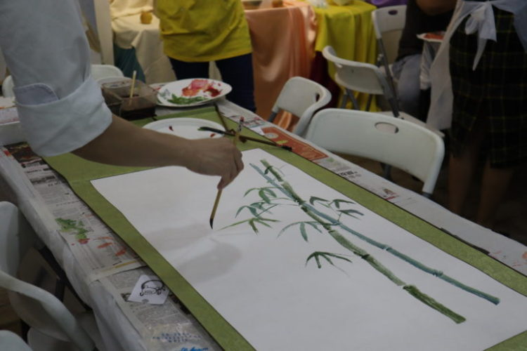Learning Chinese ink painting of Bamboo on scroll in Singapore, Visual Arts Centre Art Studio