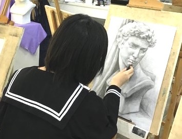 ZOOM Online art class, learn portrait sketching online and at home with full guidance and art instruction, suitable for intermediate to advanced, by Visual Arts Centre Singapore