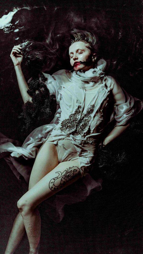 2671_Samantha-Thornhill-photography-dark-900