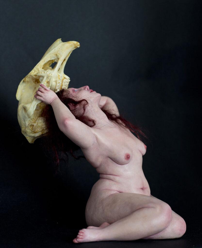 6306-Ozlem-Akin-sculpture-the-crowning-skull-figure-900