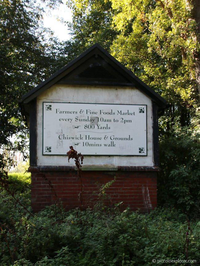 Entrance to Dukes Meadows Park