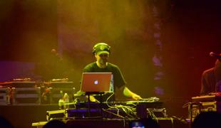 DJ Abilities scratching live at Brooklyn Bowl