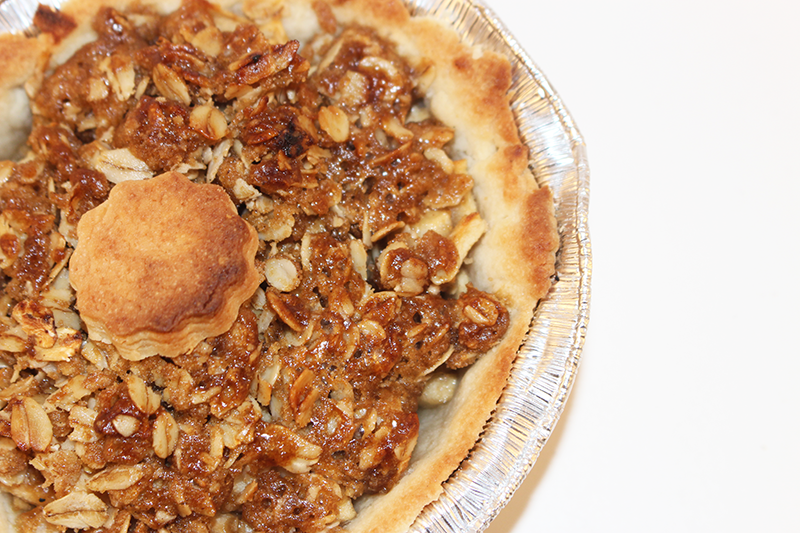 Feel Fall Comfort With Mini Apple Crisp Pies #BornOnTheFarm