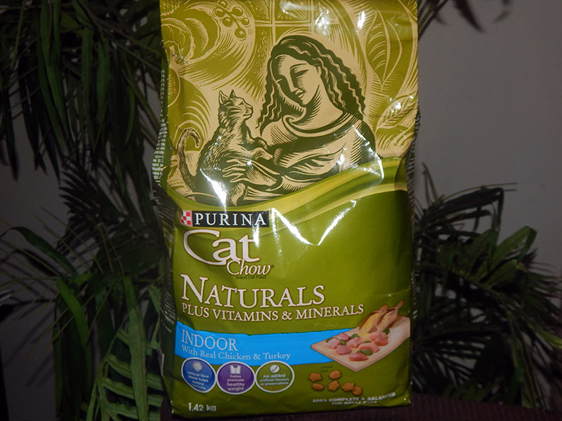Giving Our Cats Complete Nutrition with Purina Cat Chow Naturals + GIVEAWAY #CatsNautrally #PurinaPetPeople