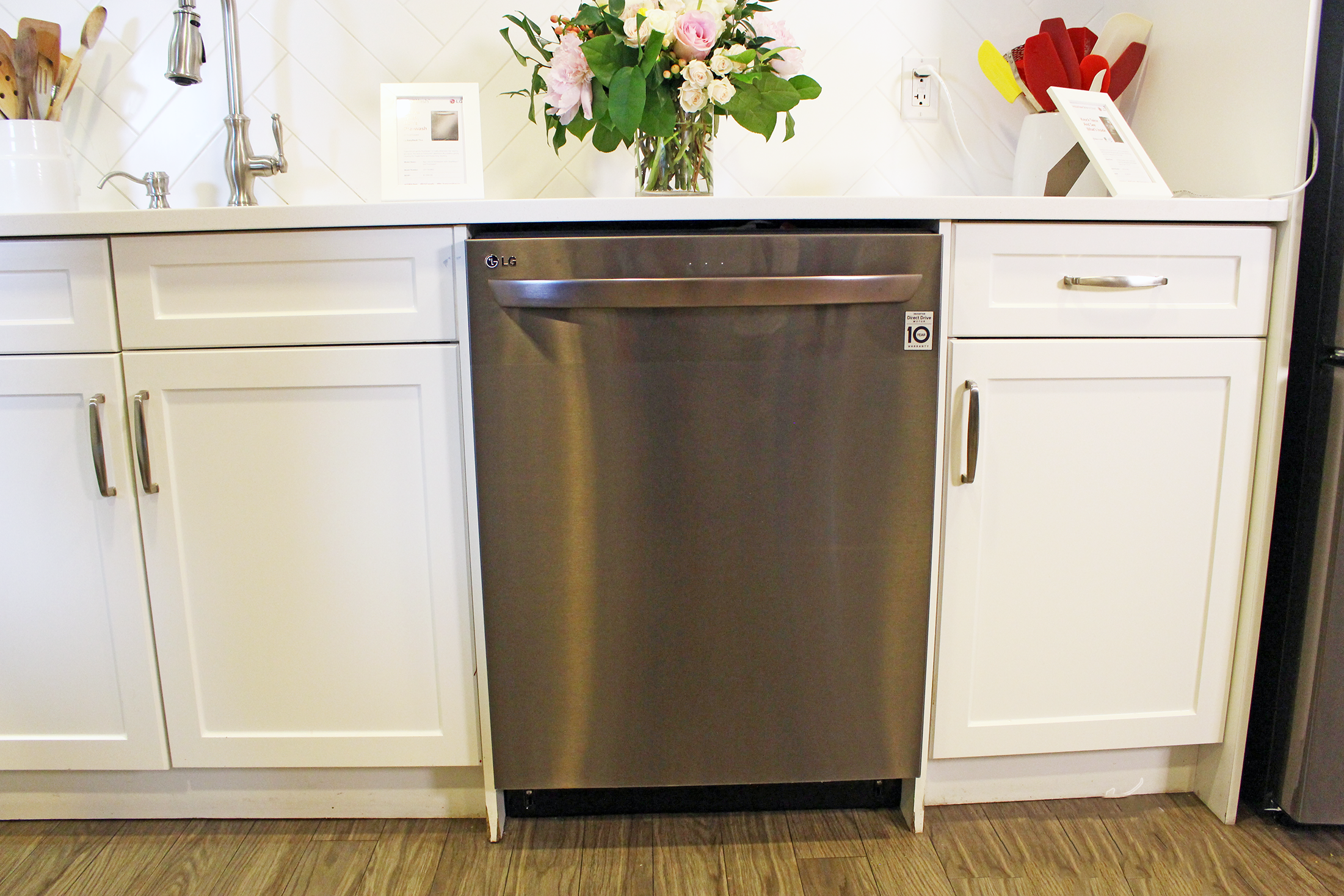The Kitchen is The Heart of the Home: Add the LG QuadWash and LG InstaView to Yours!