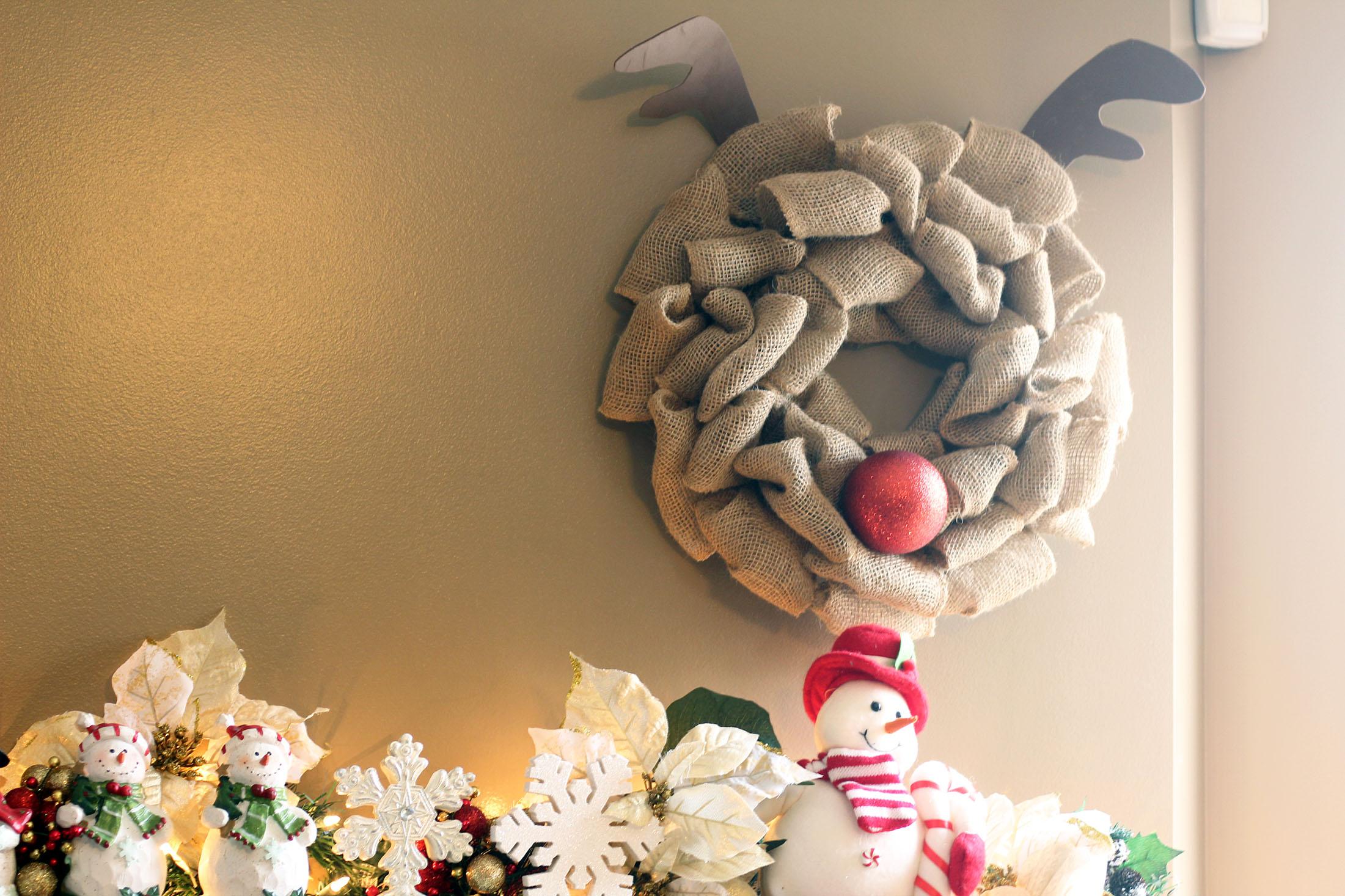 DIY Burlap Rudolph Wreath