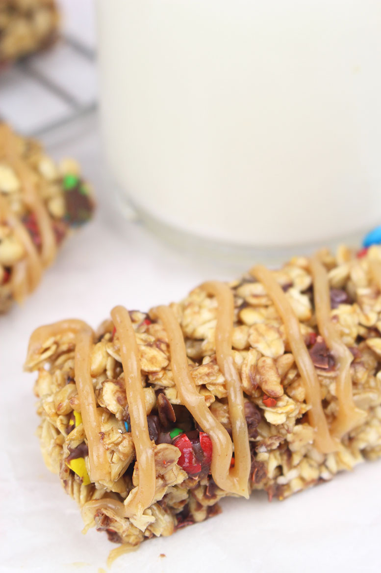 Easy Homemade M&M Granola Bars
